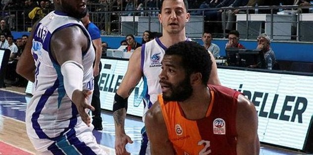 Galatasaray deplasmanda güldü