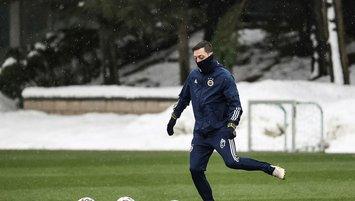 Mesut Özil liderliğe ısınıyor