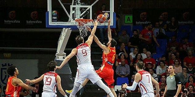 A Milli Erkek Basketbol Takımı İspanya'ya 74-58 yenildi