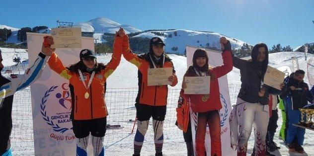 Hakkarili sporcular Türkiye birincisi oldular