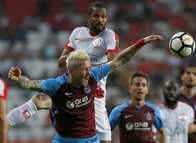 Antalyaspor-Trabzonspor mücadelesinden kareler