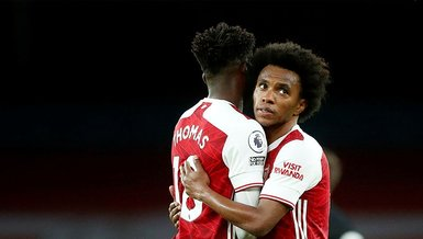 Son dakika spor haberi: Arsenal'li Willian'ın göbeği sosyal medyayı salladı!
