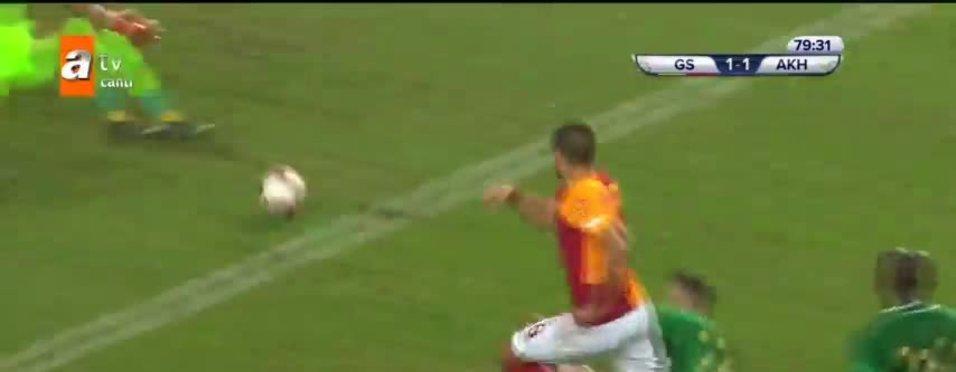 Süper Kupa finalinde Galatasaray Eren Derdiyok ile skoru 1-1 yaptı