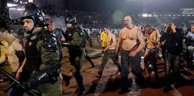 Belgrad derbisinde kaos!