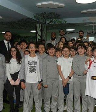 Kolej öğrencileri Karesispor'u ağırladı