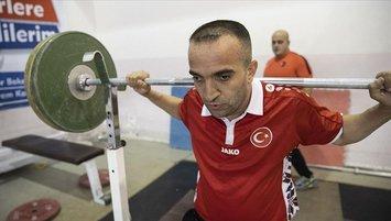 Görme engelli Mehmet Emin başladığı halterle dünyasını aydınlattı