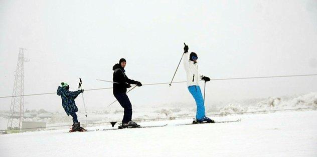 Hesarek Kayak Festivali kar üzerinde 'halay'la kutlandı