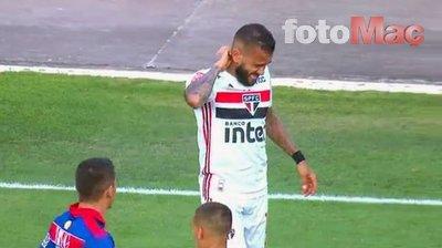 Dani Alves'e maç esnasında şok! Arı saldırısı...