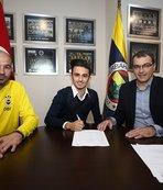 Fenerbahçe genç futbolcuya imzayı attırdı! Resmen...