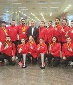 Tarihi başarı elde eden Karate Milli Takımı yurda döndü