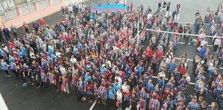 Trabzonspor maçı nedeniyle okula formayla gittiler