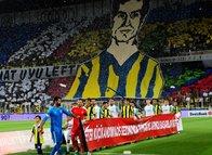 Fenerbahçe tribünlerinden muhteşem koreografi!