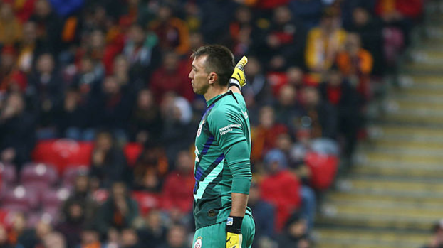 Galatasaray Muslera'yı mumla arıyor! Son 12 maçta... #