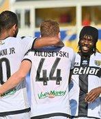 Parma Napoli'yi sahasında devirdi!