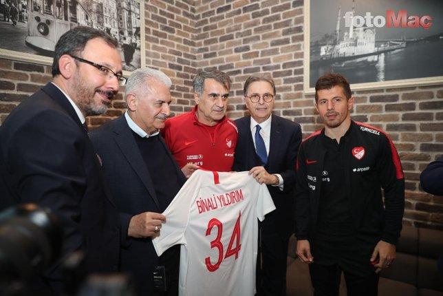 Binali Yıldırım, A Milli Futbol Takımı'nı ziyaret etti