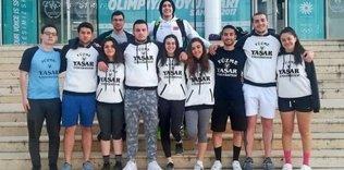 Yaşar Üniversitesi yüzücülerinden 14 madalya