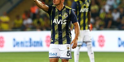 Emre Belözoğlu futboluyla göz doldurdu!