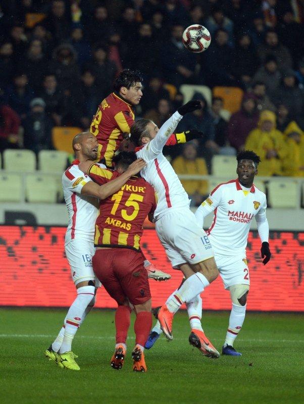 Yeni Malatyaspor - Göztepe maçından kareler