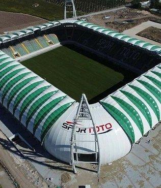 Akhisar Belediye Stadyumu'nda hibrit çim ekimi başladı
