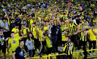 Fenerbahçe taraftarından çok anlamlı hareket! Depremzedelere yardım...