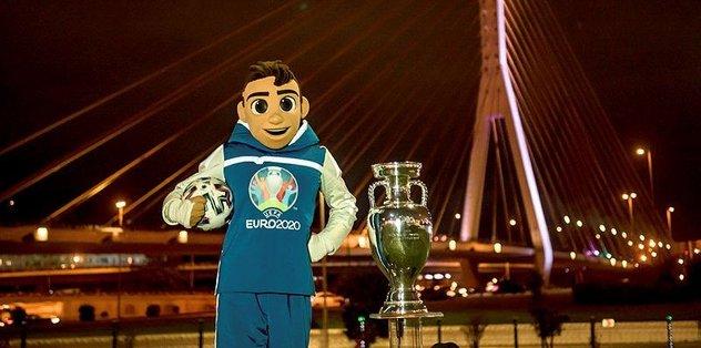 EURO 2020'de verilecek şampiyonluk kupası Bakü'de sergilendi