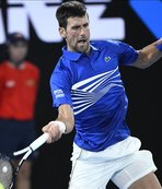 Djokovic into third round