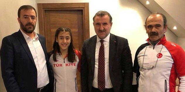 Gençlik ve Spor Bakanı Bak'tan Mizgin Ay'a destek