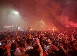 Galatasaray taraftarları şampiyonluğu doyasıya kutladı!