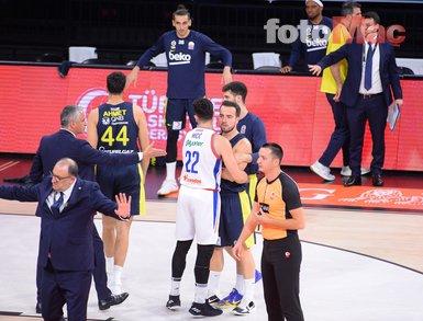 İşte Anadolu Efes Fenerbahçe Beko maçında yaşanan kavganın görüntüleri!