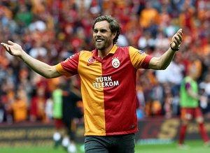 Galatasaray-Beşiktaş derbisi öncesi Elmander sürprizi