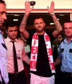 Yıldız futbolcu Antalya'ya geldi