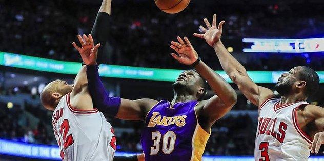 Lakers, Bulls'u deplasmanda geçti