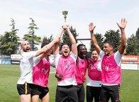 Galatasaraylı oyunculardan kupalı kutlama