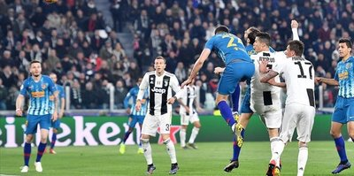 Ronaldo lifts Juventus to Champions League quarters