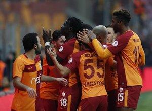 """Galatasaray'dan 6 isme; """"Kendinize takım bulun"""""""