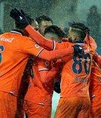 Medipol Başakşehir şampiyonluğa koşuyor