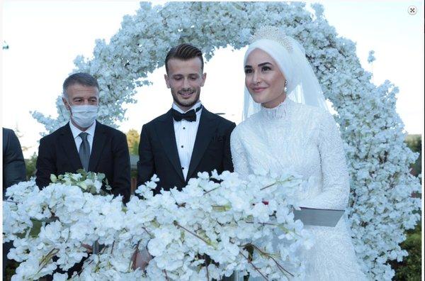 trabzonsporda abdulkadir parmak dunya evine girdi 1596472557232 - Trabzonspor'da Abdulkadir Parmak dünya evine girdi