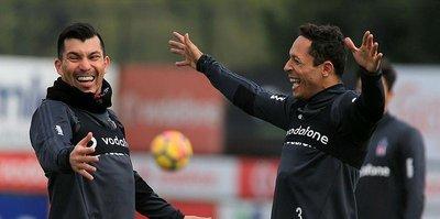 Ortada yeni ikili Adriano-Medel
