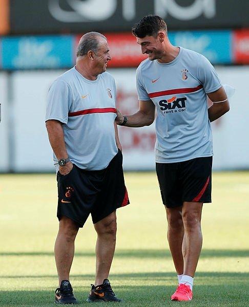 galatasarayin yeni yardimci antrenoru albert riera ilk idmanina cikti 1597251554146 - Galatasaray'ın yeni yardımcı antrenörü Albert Riera ilk idmanına çıktı