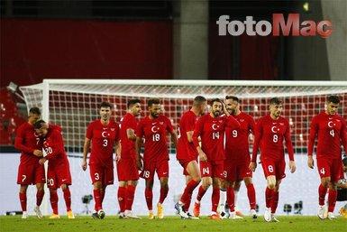 Almanya - Türkiye maçında Joachim Löw yine olay oldu! Eski alışkanlığını bırakamadı   Son dakika haberleri