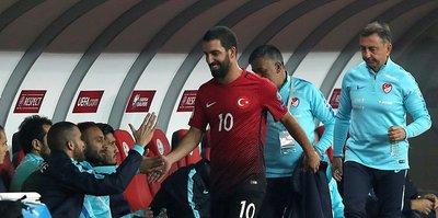 Arda Turan'a çıkarken protesto!