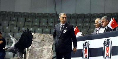 Beşiktaş'ta Ahmet Nur Çebi ezici farkla başkan seçildi