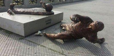 Messi'nin heykeline ikinci saldırı!