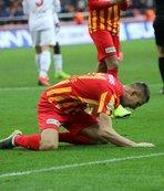 Artem Kravets çimleri dövdü