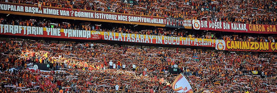 Galataray-Başakşehir maçında tribünlerde sürpriz isim!