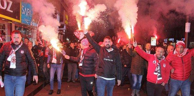 Sivassporlu taraftarlardan hakemlere tepki yürüyüşü